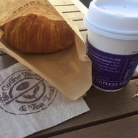 Photo taken at The Coffee Bean & Tea Leaf by James L. on 9/16/2015