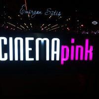 Foto scattata a Cinema Pink da Veli Kübra B. il 12/28/2015