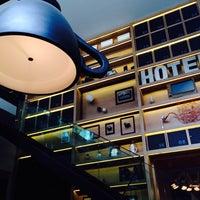 Foto tomada en Click Clack Hotel por Luisa A. el 10/23/2013