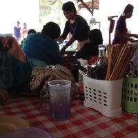 Photo taken at ร้านก๋วยเตี๋ยว สี่แยกควนลัง by Khumracha S. on 10/19/2012