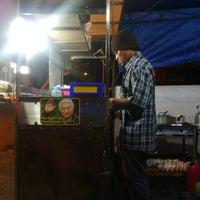 Photo taken at Ronde-Angsle Gang Semarang Cak Chol by Didik M. on 8/10/2013