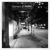 Foto tirada no(a) Barnes & Noble por Jonathan I. em 10/3/2012