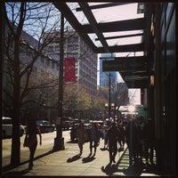 Foto tirada no(a) Barnes & Noble por Jonathan I. em 3/30/2013