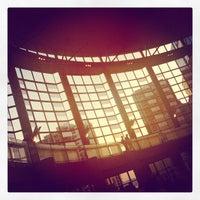 Foto tirada no(a) Benaroya Hall por Jonathan I. em 9/21/2012