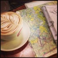 2/19/2013 tarihinde Jonathan I.ziyaretçi tarafından Espresso Vivace'de çekilen fotoğraf
