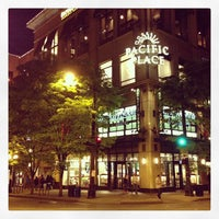 Foto tirada no(a) Barnes & Noble por Jonathan I. em 5/20/2013
