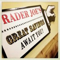 Foto tirada no(a) Trader Joe's por LaLa S. em 2/24/2013
