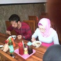 Photo taken at Bakwan Bintang Malang by Ahmad M. on 5/29/2014
