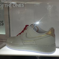 Photo taken at Soul Sneaker Boutique by Luis H. on 12/27/2012