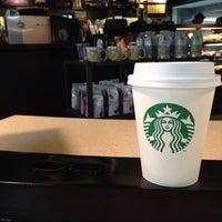 Foto tirada no(a) Starbucks por Alcyon J. em 10/15/2013