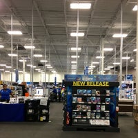 Photo taken at Best Buy by JC D. on 11/26/2016