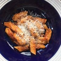 Foto scattata a La Dotta Pasta Bar & Store da jajaa il 5/5/2018