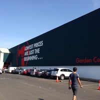 Photo taken at Bunnings Warehouse by Jet S. on 12/21/2013