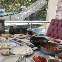 Foto tomada en ÇAKIR Menemen & Kahvaltı Salonu por Akay el 9/1/2018