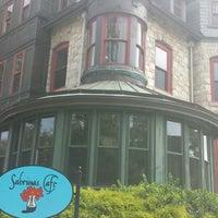 8/31/2013 tarihinde Lola O.ziyaretçi tarafından Sabrina's Cafe @ Powelton'de çekilen fotoğraf