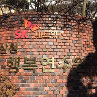 Photo taken at 선혜원 by Youngjoon J. on 3/5/2015