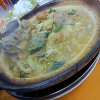 Photo taken at Restoran Kari Kepala Ikan Tiga by Peter H. on 3/27/2013