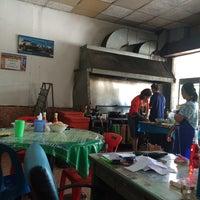 Photo taken at ร้านอาหารเจ๊แดง (ต้นตำรับไข่ฟก) รัตภูมิ by Natnicha C. on 4/18/2015