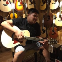 Photo taken at Guitar Center by Yash G. on 3/29/2016
