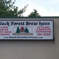 Foto tomada en Black Forest Brew Haus por Joe P. el 8/17/2013