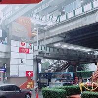 Photo taken at ป้ายรถเมล์ หน้าอ.มหาทุนพลาซ่า by Kitiya B. on 8/23/2017
