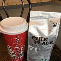 Photo taken at Starbucks by Mariana P. on 12/30/2016