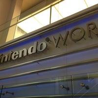 รูปภาพถ่ายที่ Nintendo NY โดย Felipe I. เมื่อ 1/23/2013