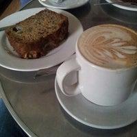 Foto tomada en Cafe Nuevo Mundo por Miguel O. el 10/10/2012