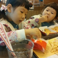 Photo taken at McDonald's by Yoen Sang W. on 11/22/2015