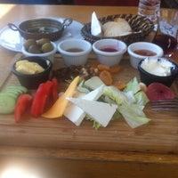 Das Foto wurde bei Alkan's cafe-bistro von Sedat Y. am 5/13/2018 aufgenommen