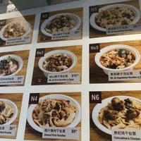 Photo prise au Xi'an Famous Foods par Deniz E. le9/14/2018