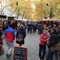Photo taken at Wochenmarkt am Kollwitzplatz by Angelique B. on 10/27/2012