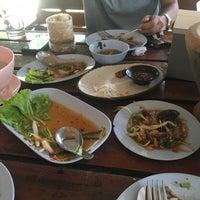 Photo taken at ส้มตำ ยกครก by Nuk S. on 9/17/2016