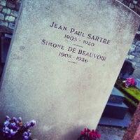 Das Foto wurde bei Tombe de Jean Paul Sartre & Simone de Beauvoir von Alexandre R. am 1/12/2013 aufgenommen