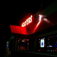 Photo taken at Hooters of Wolfchase by Ken F. on 11/13/2012
