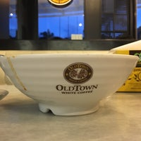 Photo taken at OldTown White Coffee by Idha A. on 11/20/2016
