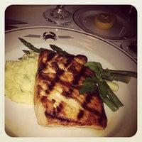 Foto scattata a Truluck's Seafood Steak & Crab da Linda B. il 12/15/2012