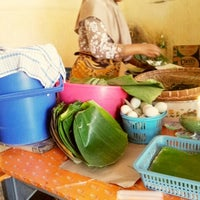 Photo taken at Pecel Mbok Djo by Cesya R. on 4/28/2013