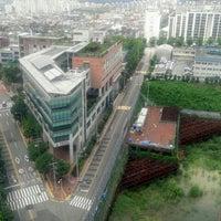 Photo taken at 우림 라이온스밸리 5차 by 정용 박. on 7/30/2013