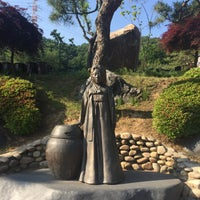 Photo taken at 뒤웅박고을 by slimer on 5/22/2017