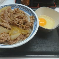 Photo taken at Yoshinoya by Yukiha K. on 9/14/2017