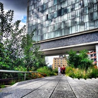 Foto tirada no(a) High Line por Doug T. em 7/4/2013