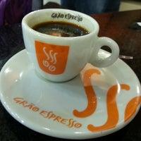 Photo taken at Grão Espresso by Majo Yslei S. on 6/21/2014