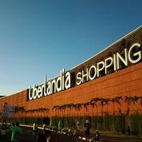 Foto tirada no(a) Uberlândia Shopping por Majo Yslei S. em 6/16/2013