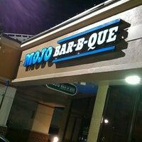 Photo taken at MOJO Bar B Que, A Southern Blues Kitchen by Edwin R. on 2/24/2013