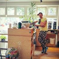 Foto tirada no(a) Caffènation por Abdullah H. em 8/19/2015