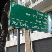 Foto tirada no(a) Rua Maria Paula por Romulo L. em 11/19/2015