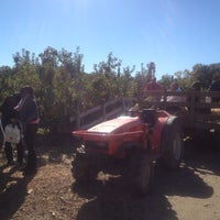 Photo taken at Honey Pot Hill Orchards by Raquel R. on 10/13/2012
