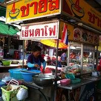 Photo taken at ตลาดนัดหมู่บ้านสมชาย by หมูเหม่ง ข. on 1/13/2013