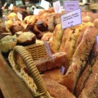 Foto tomada en Amy's Bread por Damon W. el 12/13/2012
